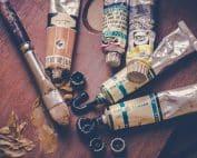 Kulturarbete med pensel och målarfärg